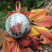 Подарки к праздникам ручной работы. Ярмарка Мастеров - ручная работа Шар на ёлку с лисичкой и оленем. Handmade.