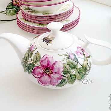 Tableware handmade. Livemaster - original item Painted porcelain. The tea pot dog Rose and bumblebee. Handmade.