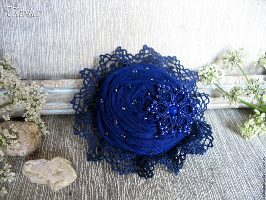 """Броши ручной работы. Ярмарка Мастеров - ручная работа. Купить """"За синей звездой"""" брошь цветок из ткани. Handmade."""