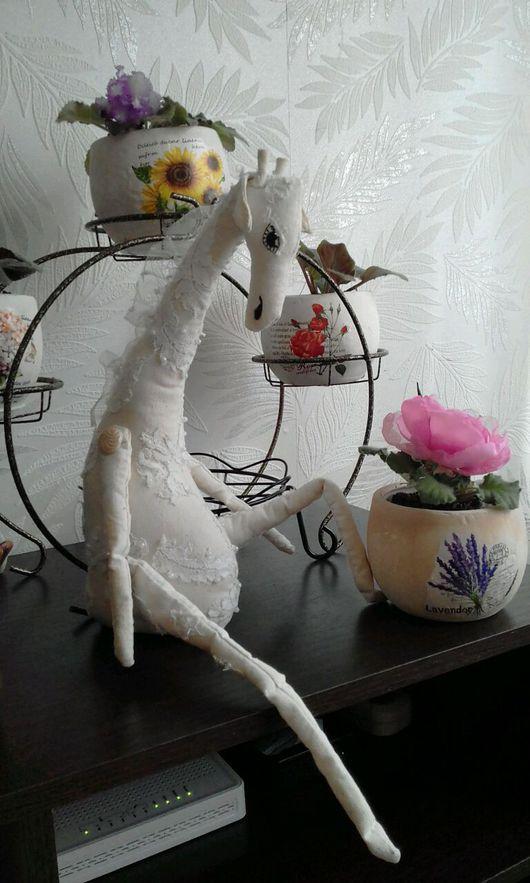 Коллекционные куклы ручной работы. Ярмарка Мастеров - ручная работа. Купить сНежный жираф. Handmade. Жираф текстильный, украшение интерьера