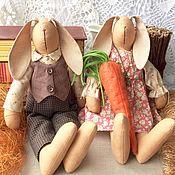 Зайки Тильда с морковкой. Текстильные интерьерные игрушки.