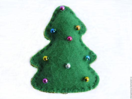 Броши ручной работы. Ярмарка Мастеров - ручная работа. Купить Брошь фетровая зелёная ёлка c цветными шариками. Handmade.
