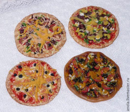 Еда ручной работы. Ярмарка Мастеров - ручная работа. Купить Пицца в ассортименте (миниатюра из полимерной глины). Handmade. Комбинированный, вкуснятина