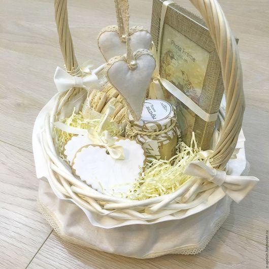 Корзинка подарочная свадебная,  диаметр 22 см