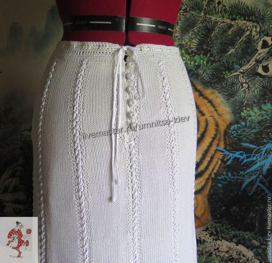 Фото. Вязаная юбка длинная, белая, на тонкой трикотажной подкладке.