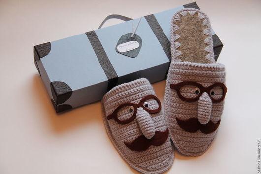 Домашние мужские тапочки УСАЧИ. Отличный подарок для мужчин. Могут дополняться подарочной упаковкой в виде чемоданчика.
