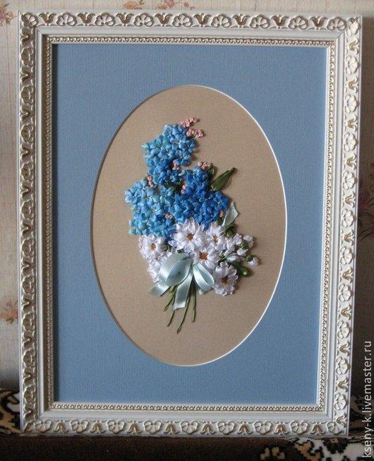 """Вышивка ручной работы. Ярмарка Мастеров - ручная работа. Купить Картина """"Подарок"""". Handmade. Голубой, картина лентами, маргаритки, Праздник"""
