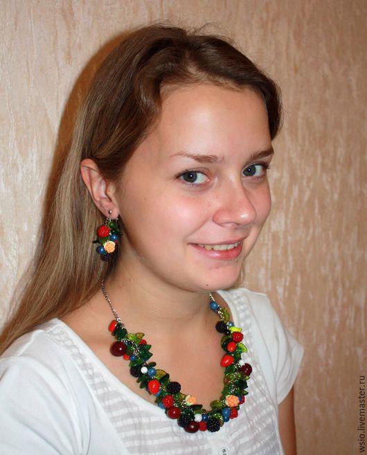 Колье,шейное украшение с ягодками  `Ягодный джем`    размер ягодной части  24см. цепочка 22см. цена=3000р