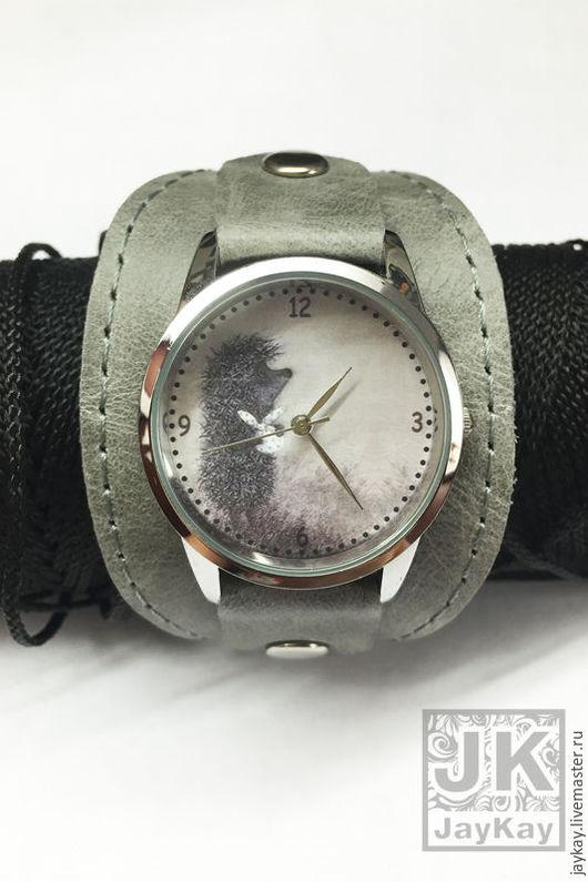 """Часы ручной работы. Ярмарка Мастеров - ручная работа. Купить Часы наручные JK """"Ежик в тумане"""" в сером 2. Handmade."""