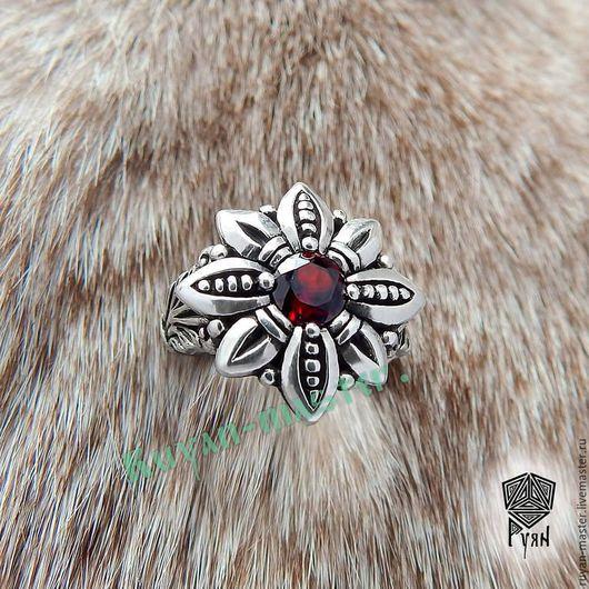 Огнецвет кольцо серебро с гранатом