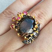 Кольцо с раухтопазом (дымчатым кварцем) и рубинами. Серебро 925 пробы.