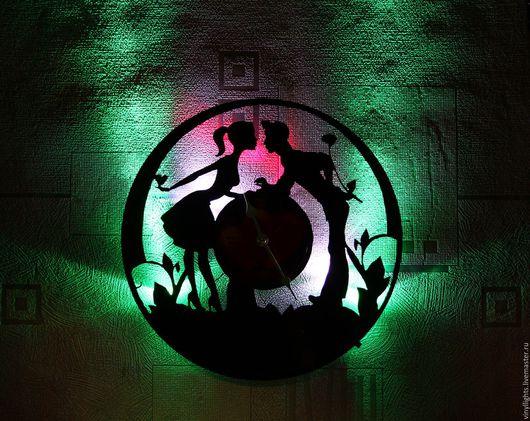 Часы для дома ручной работы. Ярмарка Мастеров - ручная работа. Купить Часы настенные с подсветкой из виниловой пластинки Новые Влюбленные. Handmade.