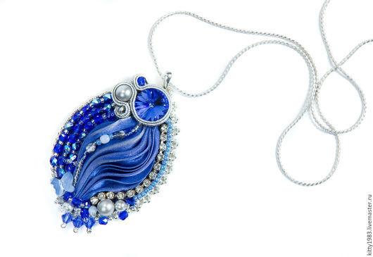 """Кулоны, подвески ручной работы. Ярмарка Мастеров - ручная работа. Купить Кулон """"Синий блеск""""( кулон в синем цвете, зимняя сказка, лед). Handmade."""