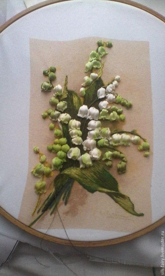 Пример вышитой готовой работы.На заказ. Листья вышиты рисовальной гладью,цветы шелковыми лентами.