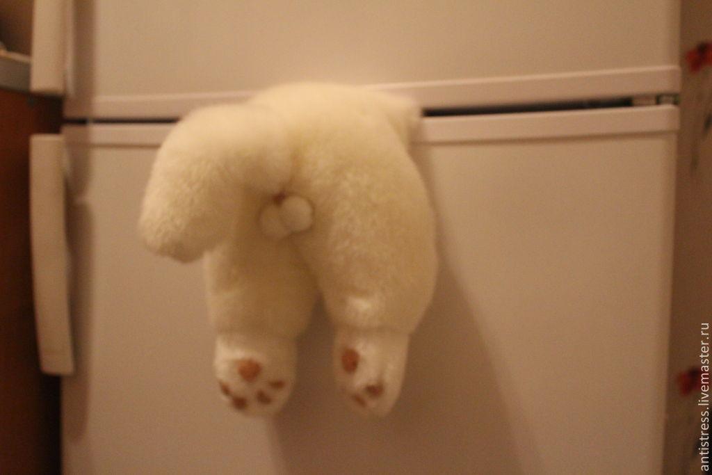 Магнит застрявший кот для холодильника