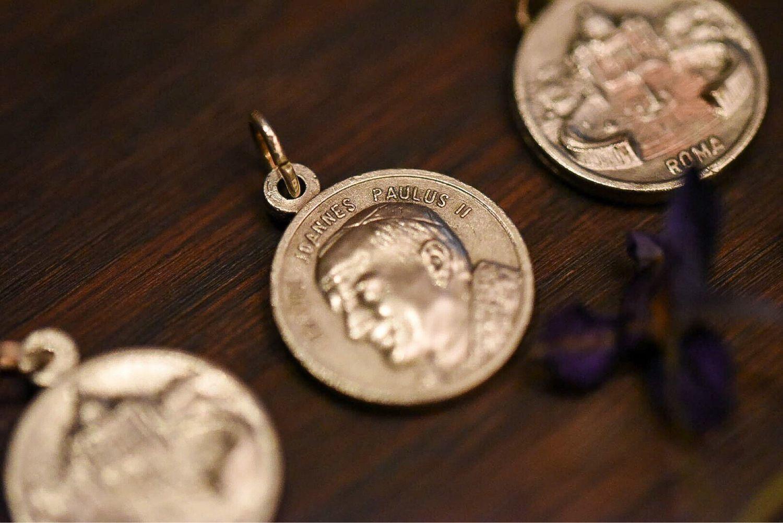 Медальоны сделанные своими руками фото 419
