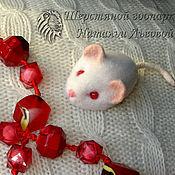 Куклы и игрушки handmade. Livemaster - original item Brooch mouse – Albino felted wool (felted). Handmade.