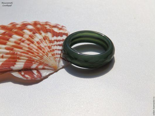 Кольца ручной работы. Ярмарка Мастеров - ручная работа. Купить Кольцо из зеленого халцедона Прохладная листва 17.25. Handmade.