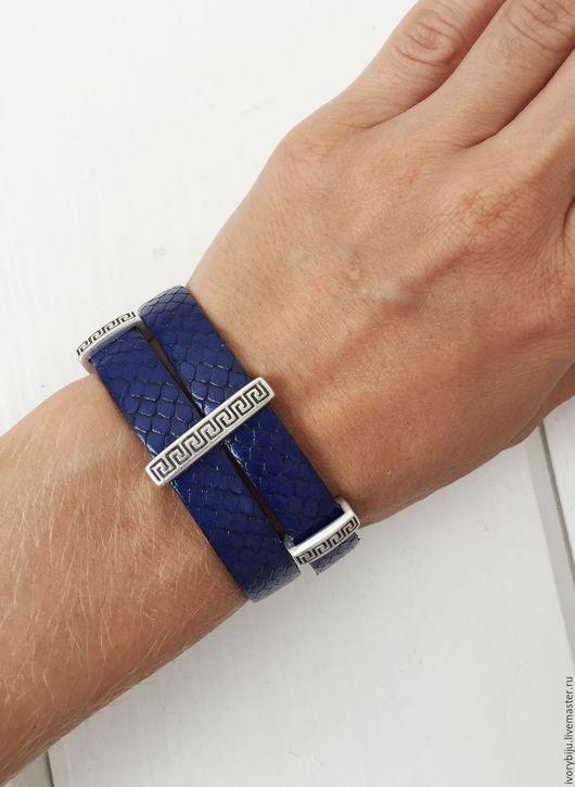 Браслеты ручной работы. Ярмарка Мастеров - ручная работа. Купить Синий кожаный браслет с бусинами под греческий орнамент. Handmade.