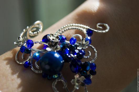 """Браслеты ручной работы. Ярмарка Мастеров - ручная работа. Купить Широкий браслет и кольцо """"Ночь в саду"""" (синие украшения, синий цвет). Handmade."""