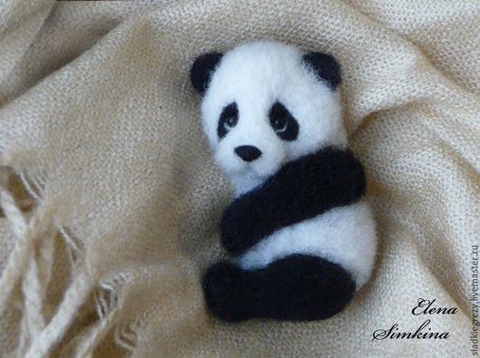 """Игрушки животные, ручной работы. Ярмарка Мастеров - ручная работа. Купить Магнитик на холодильник или брошь """"Панда"""". Handmade. Черный"""
