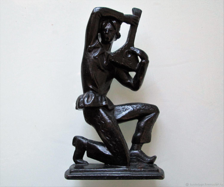 1978 SKOMOROKH Russian BOY Figurine USSR Kasli Iron Cast Luxe, Vintage Souvenirs, Moscow,  Фото №1