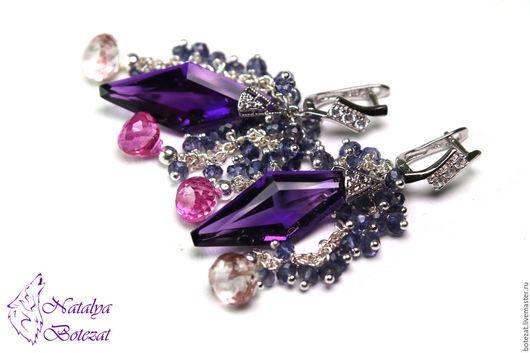 Яркие серьги с крупными камнями фиолетовыми сиреневыми бразильскими аметистами розовыми топазами синим иолитом  элитной родированой  фурнитуре. Прекрасный подарок женщине девушке коллеге купить
