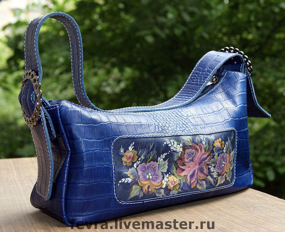 A blue bag. Italian buckle, black Nickel.