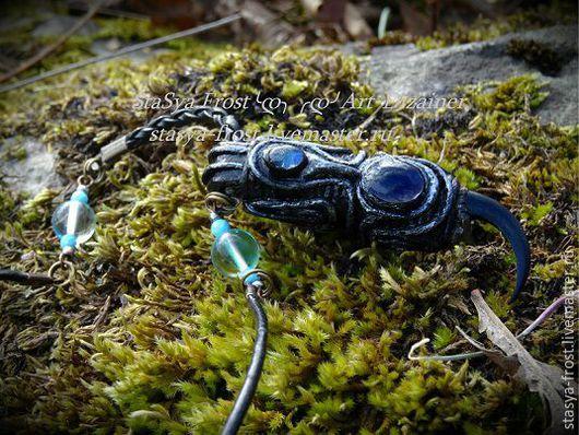 Камень темнее!!!  на этом фото засвечен цвет - блики неба ,на втором фото оригинальный цвет камня иолит