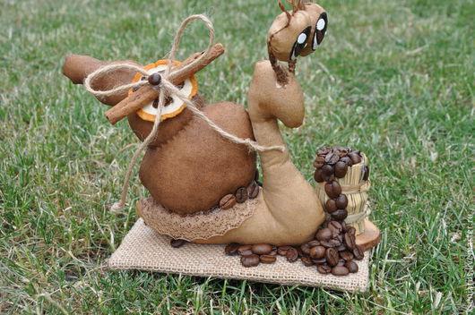 Ароматная игрушка, вымоченная в растворе кофе, корицы и ванили