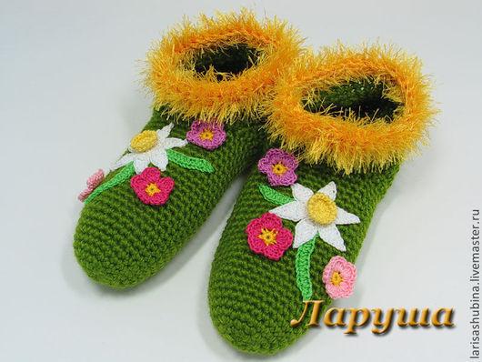 Тапочки вязаные домашние `Весенние цветы`.