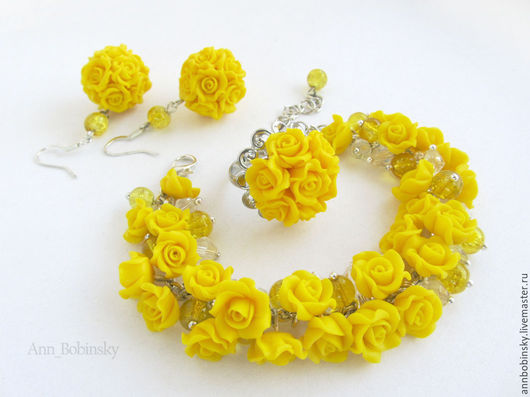 Комплект с желтыми маленькими розами от Ann Bobinsky