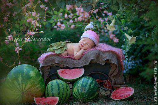 """Для новорожденных, ручной работы. Ярмарка Мастеров - ручная работа. Купить Шапочка """"Арбузик"""". Handmade. Бледно-розовый, аксессуары для фотосессий"""