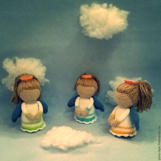 Этих трех ангелочков заказала девушка, которая очень захотела повесить их над кроваткой своей новорожденной, долгожданной девочки. Очень мило...