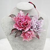 Украшения ручной работы. Ярмарка Мастеров - ручная работа Колье на шею из роз. Цветы из шелка. Handmade.