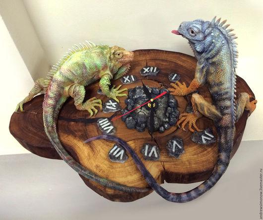 Настенные часы ручной работы `Время Игуан`