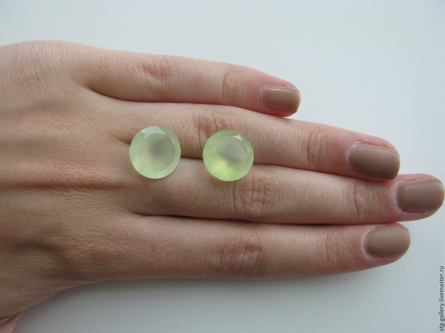 Gorgeous, faceted pair of large pranitam on earrings! Do the decoration for You!