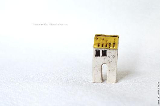 Миниатюрные модели ручной работы. Ярмарка Мастеров - ручная работа. Купить Домик белый с желтой крышей декоративный интерьерный в подарок. Handmade.