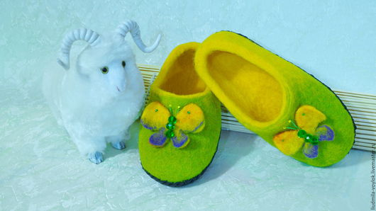 """Обувь ручной работы. Ярмарка Мастеров - ручная работа. Купить Валяные тапочки детские """"Мотылёк """". Handmade. Желтый"""