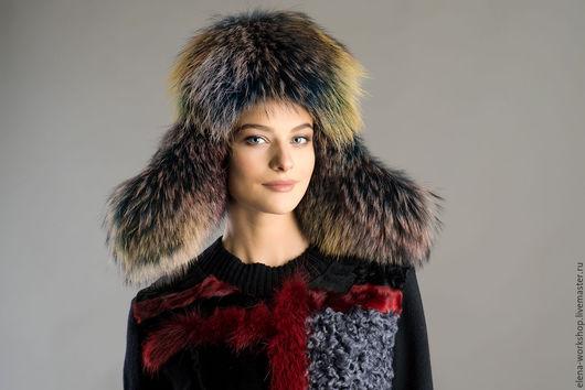 Зимняя женская ушаночка из натуральной замши синего цвета и цветного меха енота.  Мастерская Елены Марьиной
