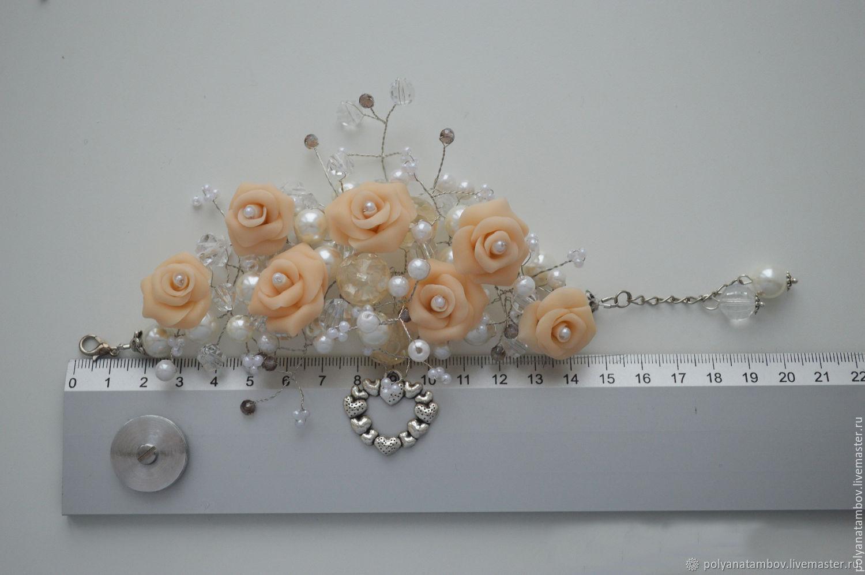 Браслет на проволочном плетении с розами