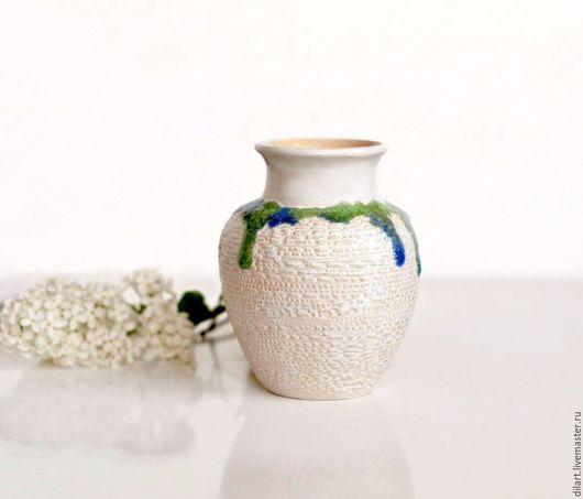 Вазы ручной работы. Ярмарка Мастеров - ручная работа. Купить Керамическая белая ваза с зеленым ожерельем. Handmade. Ваза для цветов