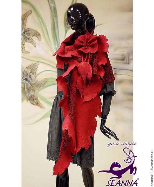 Дизайнер Анна Сердюкова (Дом Моды SEANNA).  Палантин `Кружевной Гибискус` ручной работы с цветком-брошью. Цена - 19500 руб.