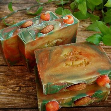 Косметика ручной работы. Ярмарка Мастеров - ручная работа Яблоки и желуди натуральное мыло с нуля. Handmade.