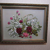 """Картины и панно ручной работы. Ярмарка Мастеров - ручная работа Вышивка лентами картина  """"Розы в окружении ромашек"""". Handmade."""