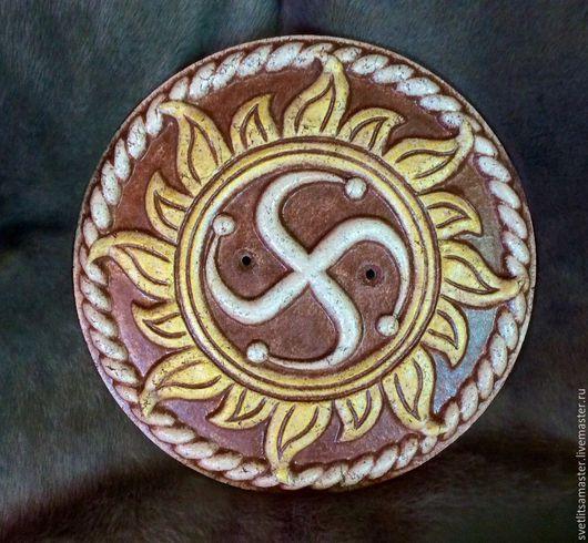 Символ Рода в золотом солнце с отверстиями