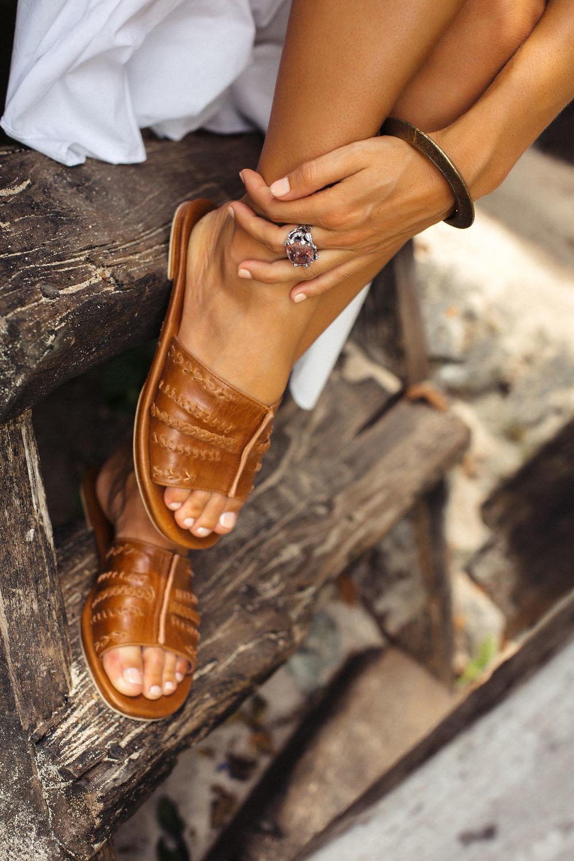 Обувь ручной работы. Ярмарка Мастеров - ручная работа. Купить Dolce Vita. Кожаные сандалии-слайды. Handmade. Хиппи, сандалии