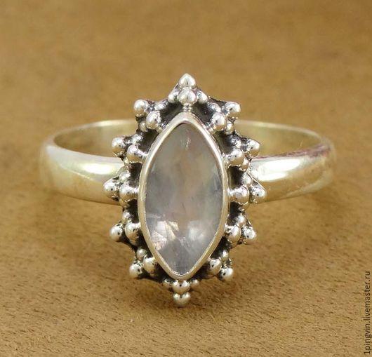Маркиза. Кольцо с лунным камнем (адуляром). Серебро 925 пробы.