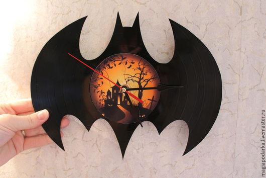 """Часы для дома ручной работы. Ярмарка Мастеров - ручная работа. Купить Часы из виниловой пластинки """"Batman"""". Handmade. Черный"""