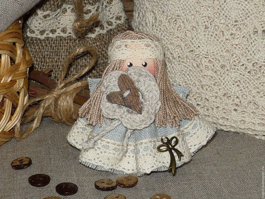 Броши ручной работы. Ярмарка Мастеров - ручная работа. Купить Ангелок сердечный в стиле Бохо Брошь льняная куколка. Handmade.